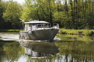 钓鱼机动游艇