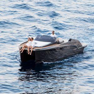 舱房双体游艇