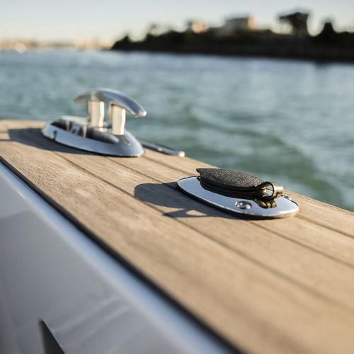 防滑甲板保护层 / 驾驶舱内装 / 复合柚木帆骨 / 柚木表面